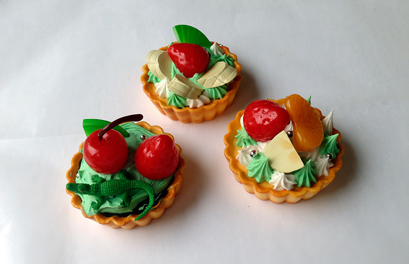 Whipple tarts, the gator didn't come with the set, it was a stroke of genius by my niece to add this
